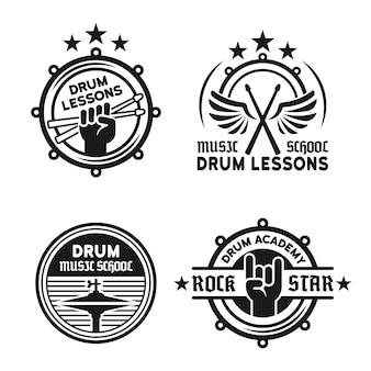 Escuela de batería o conjunto de lecciones de batería de cuatro etiquetas monocromáticas vintage vector, insignias, emblemas aislados en blanco