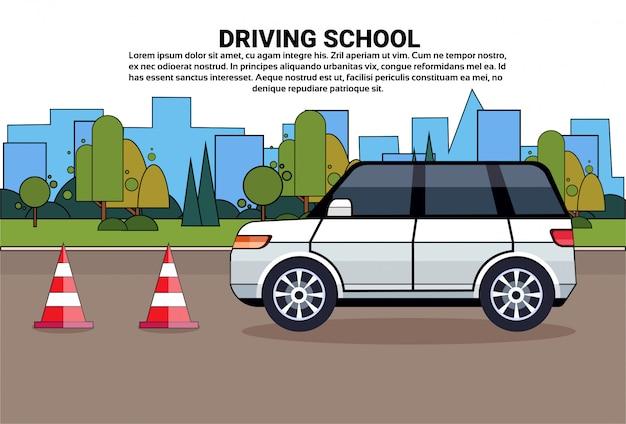 Escuela de manejo, coche en la carretera, concepto de examen de práctica de educación en automóvil.
