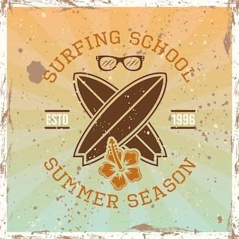 Escuela de surf color vintage emblema, insignia, etiqueta o logotipo ilustración vectorial sobre fondo brillante