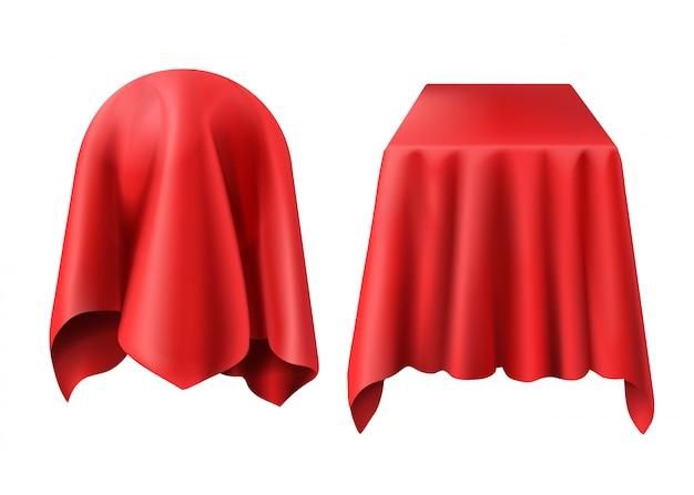 Esfera y caja cubiertas con tela roja.