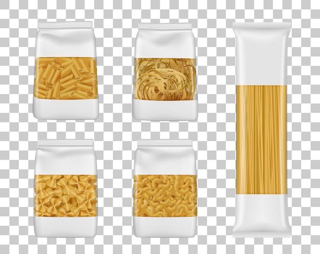 Espaguetis italianos y paquetes de pasta penne