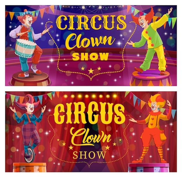 Espectáculo de entretenimiento de payasos de circo chapiteau. personajes de payasos de cara blanca con nariz falsa, peinado extraño y vestuario colorido, tocando el tambor, monta en monociclo. banner de dibujos animados de espectáculo de comedia de circo