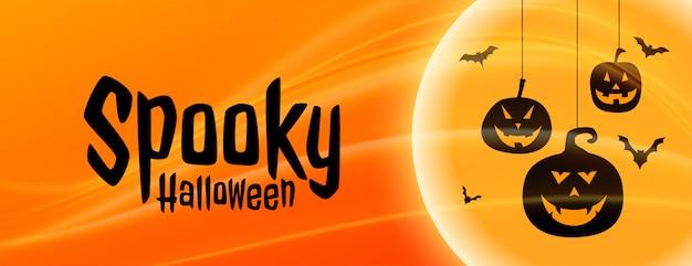 Espeluznante banner de halloween con formas de calabaza colgantes