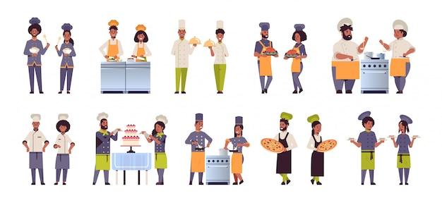 Establecer diferentes cocineros profesionales parejas de pie juntos hombres afroamericanos mujeres restaurante trabajadores de la cocina en uniforme cocinando conceptos de comida colección plana horizontal de longitud completa