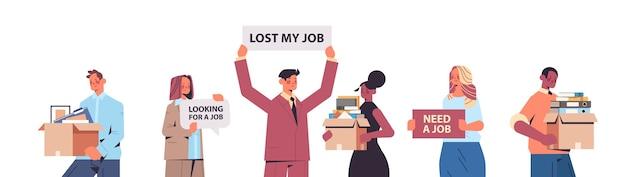 Establecer gerentes de recursos humanos sosteniendo estamos contratando únase a nosotros carteles vacante contratación abierta concepto de recursos humanos retrato horizontal ilustración vectorial