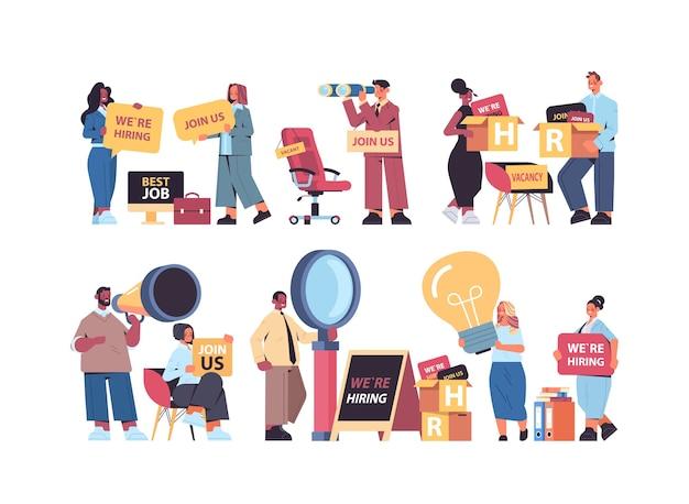 Establecer mix race gerentes de recursos humanos sosteniendo estamos contratando únase a nosotros carteles vacante reclutamiento abierto concepto de recursos humanos horizontal ilustración vectorial de longitud completa