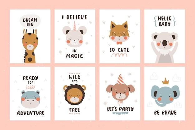Establecer plantillas lindas de tarjetas o carteles con ilustración de animales de dibujos animados