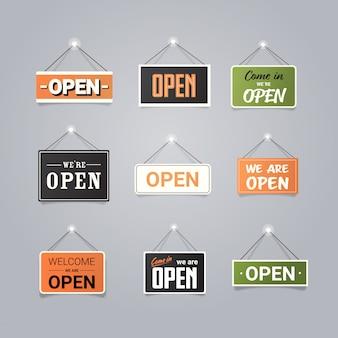 Establecer puertas abiertas carteles publicitarios colección concepto de apertura de tienda diferentes etiquetas con texto