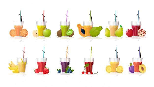 Establecer vasos de jugo fresco con la colección de frutas y bayas en rodajas de paja aislado sobre fondo blanco horizontal