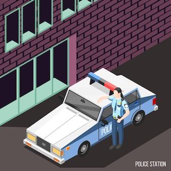 Estación de policía isométrica con personaje femenino en uniforme de policía de pie cerca del coche de policía con luces intermitentes