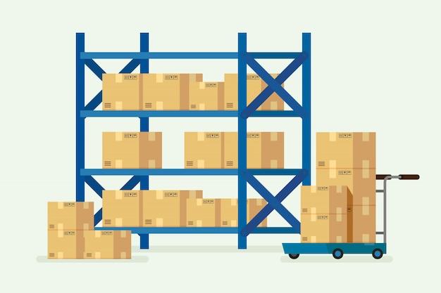 Estanterías de almacén y cajas de cartón.