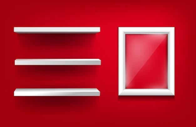 Estantes blancos y marco blanco con vidrio sobre un fondo rojo.