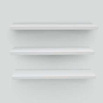 Estantes blancos sobre fondo blanco