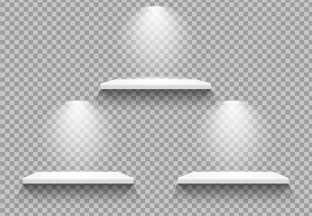 Estantes vacíos con lámpara