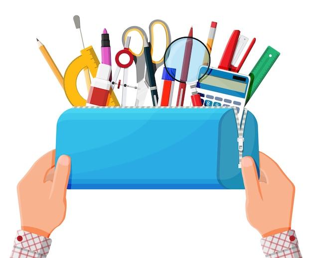Estuche de lápices abierto con cremallera llena de artículos de papelería. bolsa azul con suministros. concepto de regreso a la escuela. bolígrafo, regla, calculadora, borrador, tijeras, pincel, engrapadora. ilustración de vector plano de dibujos animados