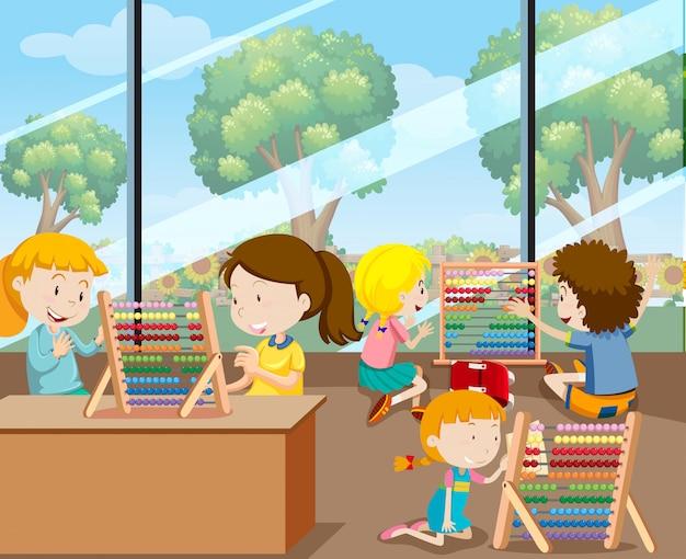 Estudiantes aprendiendo con ábaco