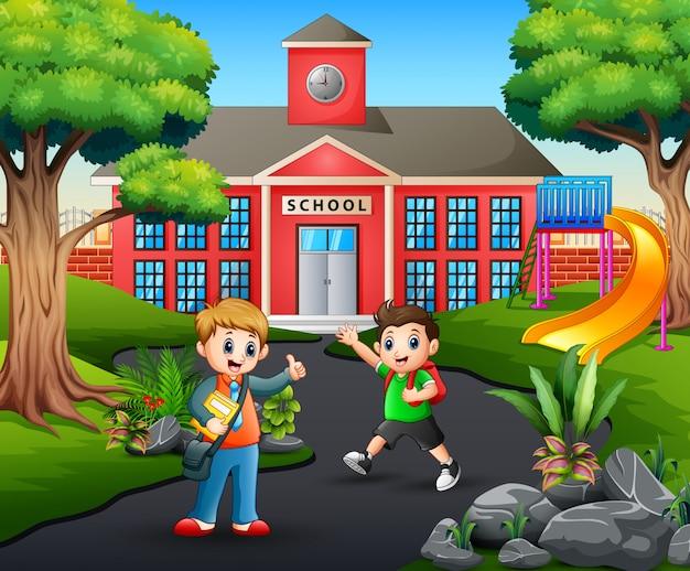 Estudiantes felices yendo a casa después de la escuela