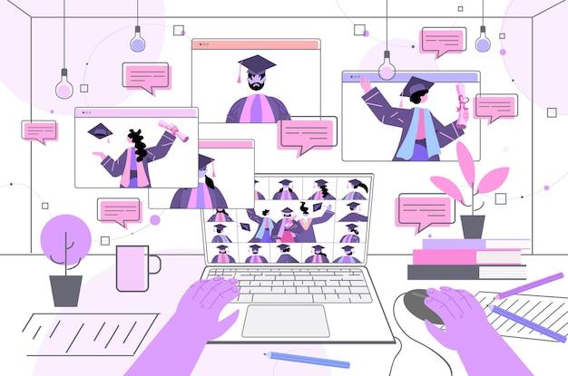 Estudiantes graduados discutiendo durante la videollamada graduados celebrando el diploma académico grado educación certificado universitario concepto de comunicación en línea vertical horizontal