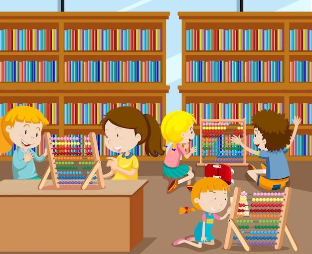 Estudiantes que aprenden matemáticas con ábaco