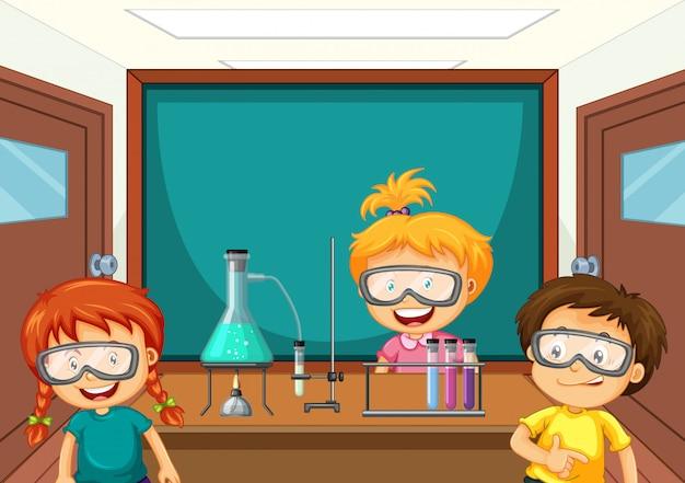 Estudiantes que trabajan con herramientas de ciencias en el laboratorio.