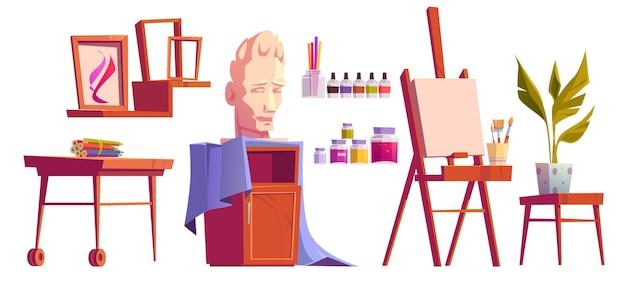 Estudio de artista con caballete, pintura, pinceles y lápices de colores en el escritorio de madera