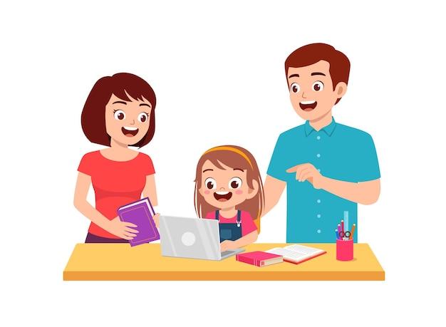 Estudio de niña linda con madre y padre en casa juntos