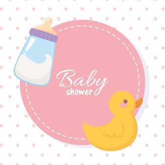 Etiqueta de baby shower con botella de leche y juguete de pato