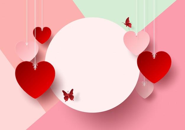 Etiqueta en blanco con el corazón colgando para el día de san valentín