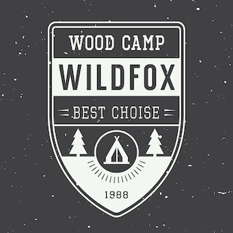 Etiqueta de camping vintage con árboles y estrellas
