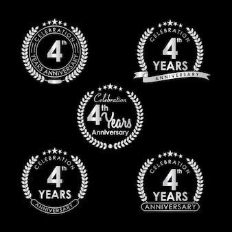 Etiqueta de celebración de aniversario de 4 años con corona de laurel