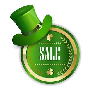 Etiqueta engomada de la venta del día de san patricio decorada con etiqueta de descuento aislada de sombrero de duende verde