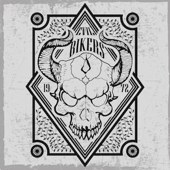 Etiqueta de moteros malvados con calavera dibujada a mano con cuernos y decoraciones