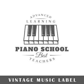 Etiqueta de música aislada sobre fondo blanco.