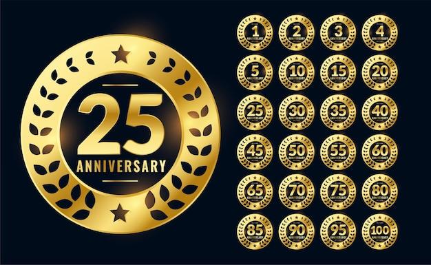 Etiquetas de aniversario o insignia en color dorado.