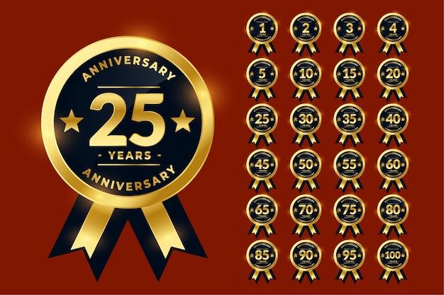 Etiquetas de aniversario de oro con estilo o conjunto grande de emblema de logotipo