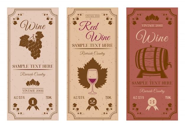 Etiquetas de botellas de vino con vides marrones hojas de uva bayas barril de madera pequeñas manchas inscripciones aisladas