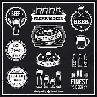 Etiquetas de cerveza en blanco y negro