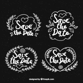 Etiquetas de boda en pizarra con corazones