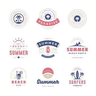 Etiquetas y distintivos de vacaciones de verano conjunto de tipografía retro.