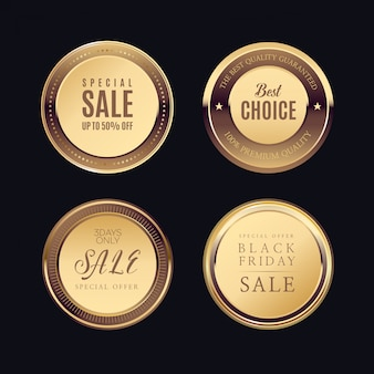 Etiquetas doradas con marco dorado sobre beige.