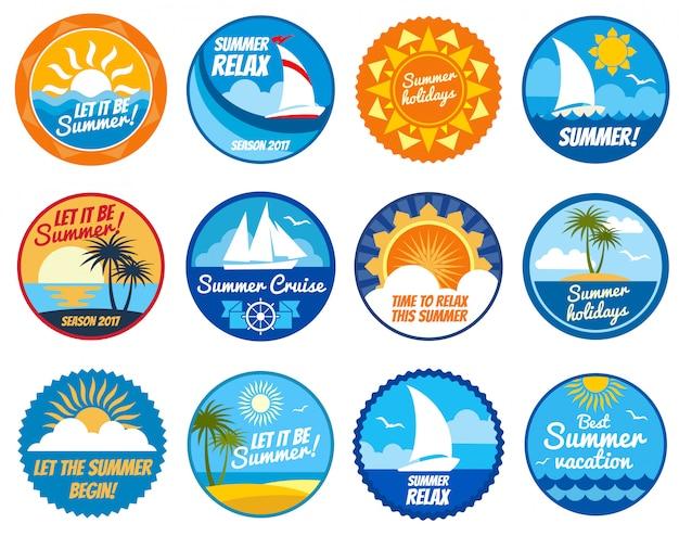 Etiquetas de fiesta de verano y emblemas con sol y playa de mar.