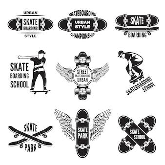 Etiquetas monocromáticas de patinadores. fotos de skateboarding