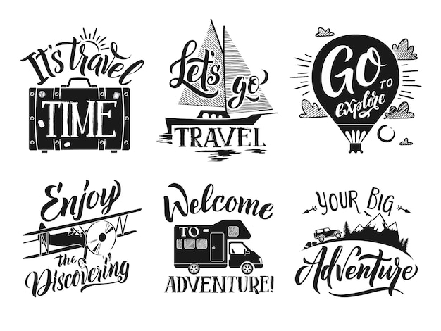 Las etiquetas monocromáticas del viaje fijaron con las palabras y las letras de la escritura de la mano. vector de aventura simbolos