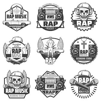 Etiquetas de música rap monocromática vintage con micrófono de rapero auriculares altavoz de coche boombox cap cráneo collar de cadena aislado
