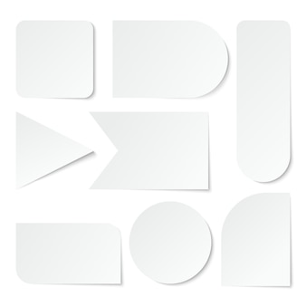 Etiquetas de papel etiquetas blancas en blanco, etiquetas de diferentes formas. conjunto aislado