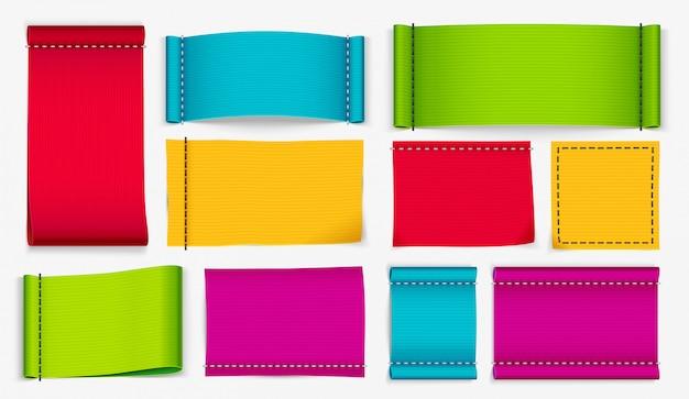 Etiquetas de ropa, etiquetas de tela de color y conjunto de vector realista de etiqueta de insignia de ropa