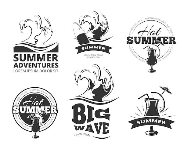 Etiquetas de verano o emblemas para el conjunto de aventuras de verano.