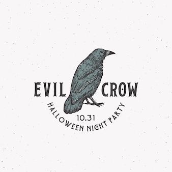 Evil crow party vintage style logotipo de halloween o plantilla de etiqueta. mano dibujada cuervo negro o símbolo de boceto de cuervo y tipografía retro. fondo de textura lamentable.