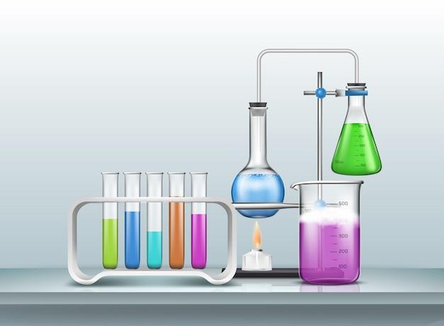 Experimento de investigación en biología química o prueba con material de vidrio graduado de laboratorio lleno de reactivos de color