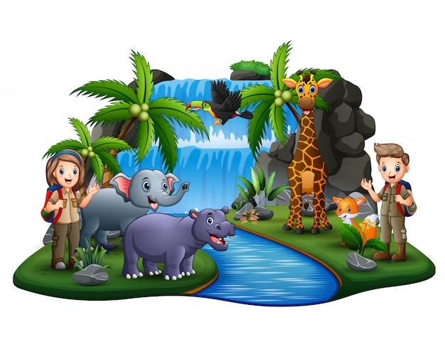 Los exploradores con muchos animales en la escena de la isla